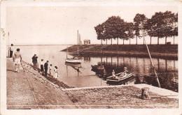 80-SAINT-VALERY-SUR-SOMME- LE PASSEUR, LA DIGUE DU PHARE - Saint Valery Sur Somme
