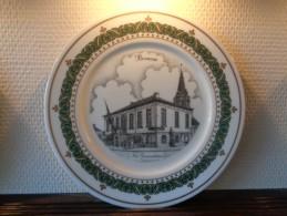 * Bornem (Antwerpen) 2 Unieke Borden BORNEM Porselein (g Swaenepoel) Te Ieper - Ceramics & Pottery