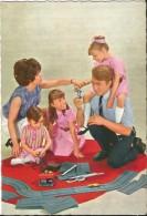 CP - FAMILLE JOUANT AVEC CIRCUIT VOITURES - ANNES 1960- EDIT. G.PICARD PARIS-LA ROSE  410 - Giochi, Giocattoli