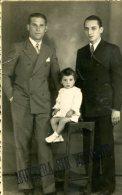 MUJERES EN UNA CABAÑA FRENTE AL MAR 1963  ZTU. - Photographs