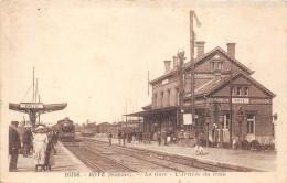 80-ROYE- LA GARE, L'ARRIVEE DU TRAIN - Roye