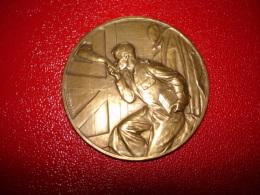 Medaille   Bronze  Signé G Devreese  La Cantine Du Soldat Prisonnier Bruxelles 1914-1915 - Non Classés