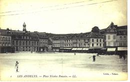 CPA - LES ANDELYS  EURE PLACE NICOLAS POUSSIN   Annimée 2 SCANN   B2 - Les Andelys