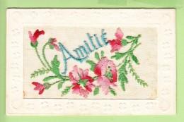 Très  Belles Roses Brodées Pour L' AMITIE -2 Scans - Brodées