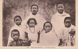 MADAGASCARD - FAMILLE HOVA - Madagascar
