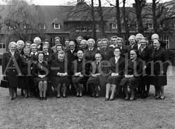 Photo Ancien / Large Photo / Diamanten En Gouden Jubilee / Annunciaten / Heverlee / + 3 Bedankkaartjes / 1975 - Personnes Identifiées