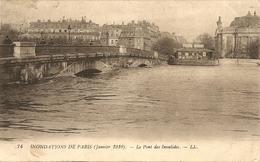 Cpa Paris Inondations 1910 Le Pont Des Invalides - Inondations De 1910