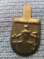 Emblema De Auxilio Social De Castillo De Manzanares El Real. Madrid. Guerra Civil Española. 1936-1939. Bando Nacional. - 1939-45