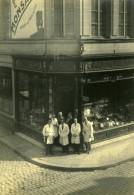 France Groupe Devant Une Pharmacie Parfumerie Ancienne Photo 1930 - Photographs
