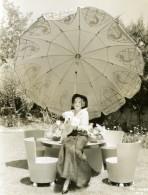 Actrice Ruth Selwyn & Chien Meubles De Jardin Parasol Cinema Ancienne Photo MGM 1932