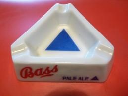 Cendrier - BASS Pale Ale Stout Barley Wine - Blanc , Triangulaire , Côté 13cm , Ht: 3,8cm, Opalex - Cendriers