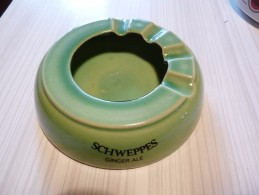 Cendrier - SCHWEPPES Ginger Ale Indian Tonic Soda - Vert , Rond , Diamètre 14,cm , Ht: 3,5 Cm, Céramique Rouge Fontaine - Cendriers