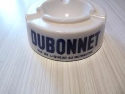 Cendrier DUBONNET Vin De Liqueur Au Quinquina - Blanc Lettres Bleues , Rond , Diàmètre 14cm  Ht: 5,3 Cm, Céramique - Cendriers