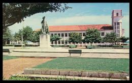 BISSAU - ESTATUAS - Monumento A Diogo Gomes E Edificio Das Alfandegas( Ed. Foto Serra Nº 136) Carte Postale - Guinea Bissau