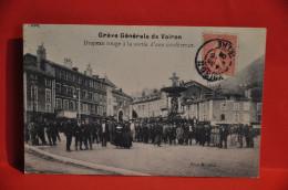 VOIRON - Grève Générale De Voiron - Drapeau Rouge à La Sortie D´une Conférence - Voiron