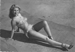 PIN UP Vintage - Original FRANCE 50-60's - CPSM Dentelée GF N° 14 - Coll. BATH GIRLS Sexy Nude Seins Nus Ou Bikini - Pin-Ups