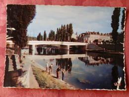 Dep 77 , Cpsm  MELUN , M 1206 , La Seine , Le Pont Jeanne D'Arc Et L'ile Du Quai Pasteur (371) - Melun