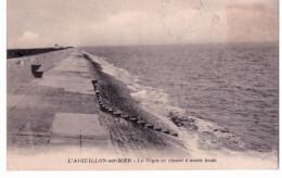 L 'Aiguillon Sur Mer - La Digue En Ciment à Marée Haute - Non Classés