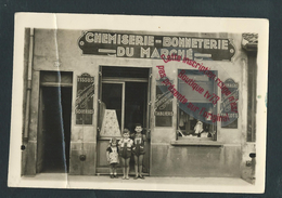 M1013 - Carte Photo Magasin .CHEMISERIE , BONNETERIE - ( Fernando ??  Nom En Bas à Droite De La Plaque -  à GIVORS ?) - Winkels