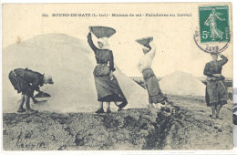 Cpa Bourg De Batz - Mulons De Sel - Paludières Au Travail    ((S.254)) - France