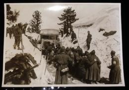 Camion Militaire Bloqué En Montagne - En Grèce ? Photo De Presse 18X24 Militaria Guerre WW2 - War, Military