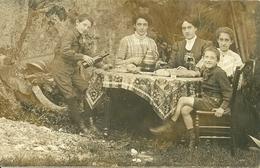 Carte-photo  - Repas En Famille - Photo E. HENRY,  EVREUX LE NEUBOURG - Evreux