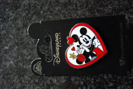 DLP - Minnie Mouse Kisses Mickey Mouse        Open Edition - Disney