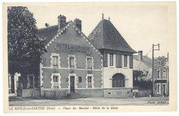 Cpa Le Mesle Sur Sarthe - Place Du Marché - Hôtel De La Poste   ((S.328)) - Le Mêle-sur-Sarthe