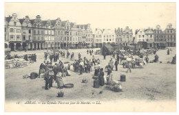 Cpa Arras - La Grande Place Un Jour De Marché    ((S.329)) - Arras