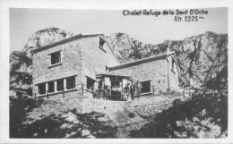 Petite Cpsm -   Chalet Refuge De La Dent D 'Oche , Animée             W633 - Autres Communes