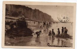 DIEPPE--1930--Enfants Jouant Sur Le Sable Au Bas-Fort-Blanc (très Animée)éd Mona--Beau Cachet Dieppe-76 - Dieppe
