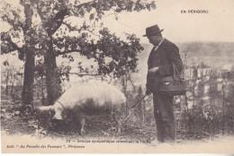 PR-EN PERIGORD GROUPE SYMPATHIQUE CHERCHANT LA TRUFFE  EDIT  AU PARADIS DES FUMEURS - France