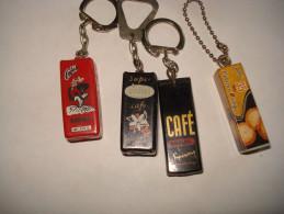 QUATRE  Porte Clefs   ----- 3 PAQUETS De CAFE + 1 PAQUET GATEAUX - Porte-clefs