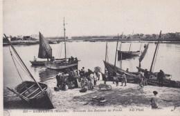 BARFLEUR -Arrivée Des  Bateaux De Pêche - Vente Des Poissons - Barfleur