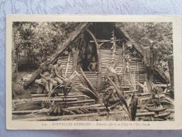 NOUVELLES HEBRIDES . PRESENT OFFERTS AU CHEF DE L ILOT OUALE - Postcards