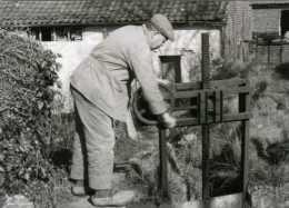 WAMBEEK - Ternat (Brab.) - Molen/moulin - Historische Opname: Molenaar De Troch Bij De Maalsluis V.d. Klapscheutmolen - Ternat