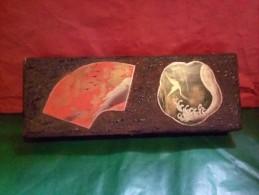 SPLENDIDE ET ORIGINAL A VOIR !!! TRES ANCIENNE BOITE ASIATIQUE EN BOIS  FLOQUEE LAQUEE  TRES BEAU MOTIF DEBUT 20 ème - Art Asiatique