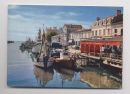 LE GRAU-DU-ROI - La Rive Droite Le Canal - HOTEL RESTAURANT LE MODERNE - Automobiles - Le Grau-du-Roi