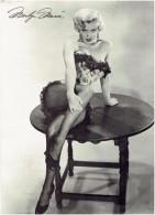 Photographie Dédicacée - MARILYN MONROE - Femme Pin´up épaules Nues Bas Noirs - 1984 - TM- Roger Richmann Los Angeles - Signed Photographs