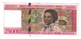 Madagascar 25000 Francs 1998 AUNC 3 Pinholes - Madagascar