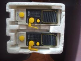 2 Anciens Appareils De Talkie Walkie ARTLIGHT - Radios