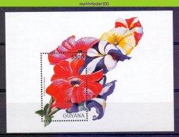 Mom158 FLORA BLOEMEN PETUNIA FLOWERS BLUMEN FLEURS FLORES GUYANA 1997 PF/MNH #