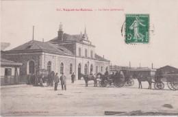 NOGENT  LE  ROTROU  -  La  Gare ( Extérieur )  -  Attelages Et Personnages Devant La Gare ( Carte Animée ). - Nogent Le Rotrou