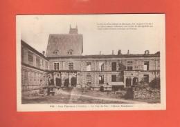 * CPA..dépt 85..LES  EPESSES   :  Le Puy Du Fou - Château Renaissance  :  Voir Les 2 Scans - Altri Comuni