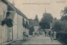 39 :Grande Loye : Nombreux Personnages Dans La Grande Rue - Francia