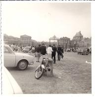 CHATEAU DE VERSAILLES 1966  Moto  Automobiles 8,5x8,5cm - Orte