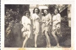 "4 Jeunes Femmes   ""effets De Jambes"" Année 1930 Environ 9x6cm - Personas Anónimos"