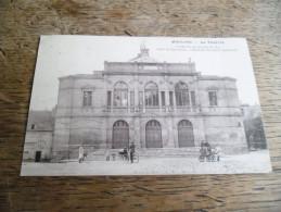 CPA De Moulins - Le Théatre - Construit Sur Pilotis En 1837 - Carte Animée - Charrette à Bras, Cyclistes, Enfant, Landau - Moulins