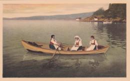 Norge. Stalheim , 1910s ; Three Women In Row Boat - Norvège