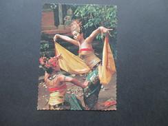 AK Echtfoto 1974 Indonesien. The Graceful Legong Dance. Einheimische Frauen. Via Air Mail - Indonesien